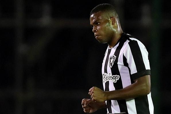 Botafogo vence com gol de Tanque e garante vaga nas oitavas da Copa do Brasil