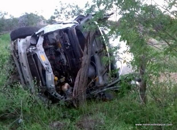 Três pessoas morreram e quatro ficaram feridas em Acidente na PE-160