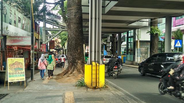 Jalan Cihampelas Bandung