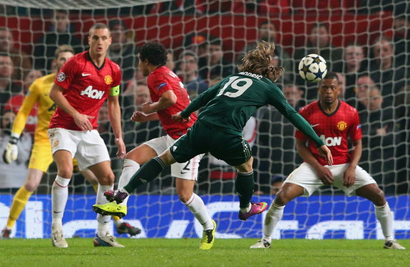 Real Madrid player Luka Modrić scores his side's equaliser against Manchester United