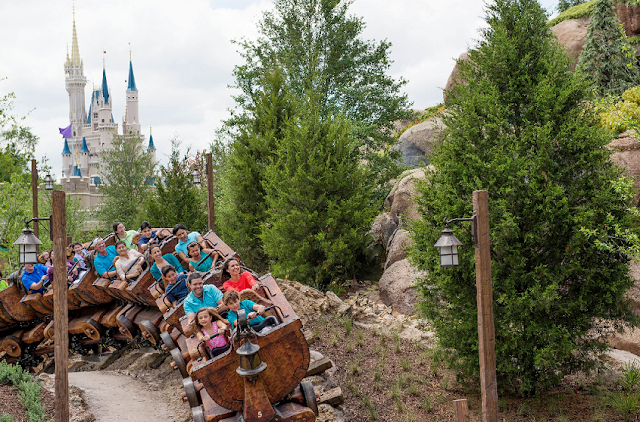 Seven Dwarfs Mine Train no Magic Kingdom na Disney