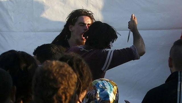 Βγήκαν τα μαχαίρια των λαθρομεταναστών στην Ειδομένη... Είμαστε μια ευχάριστη ατμόσφαιρα, θύματα και θύτες συνυπάρχουμε... ΑΚΟΜΗ!
