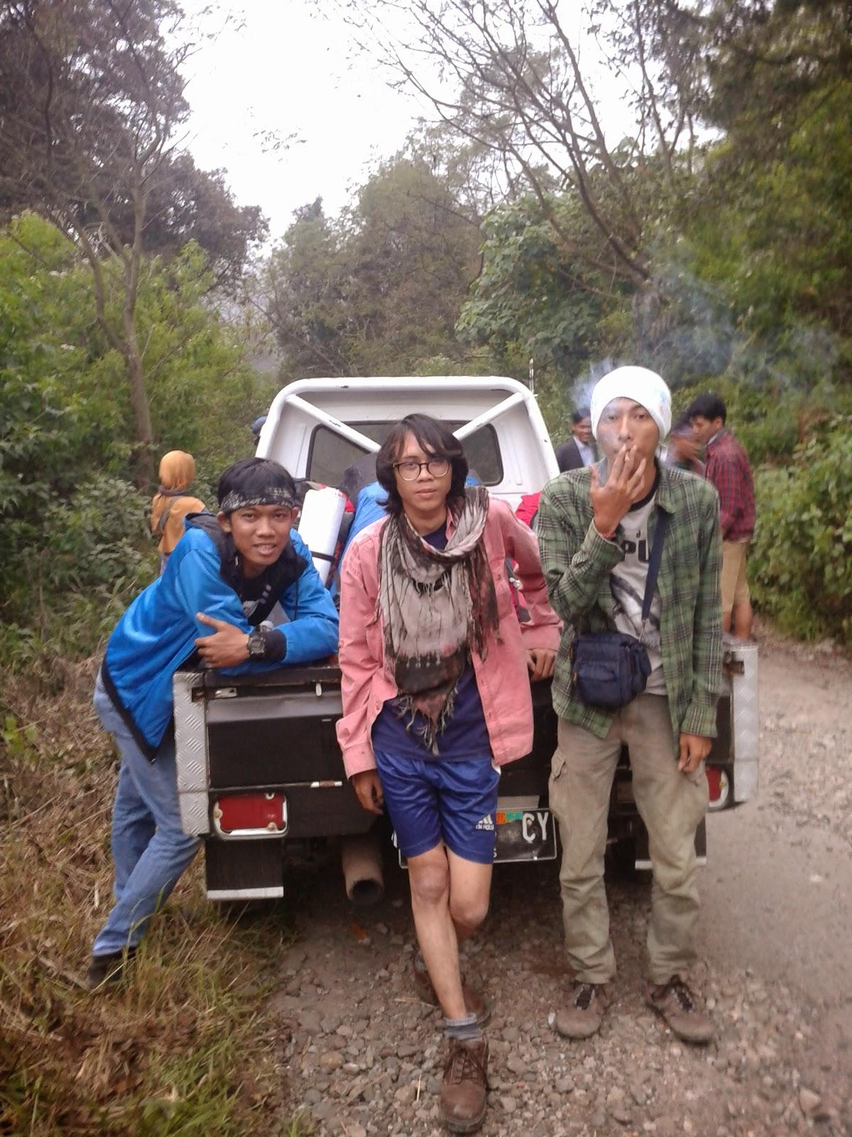 Mobil bak langganan gunung Papandayan