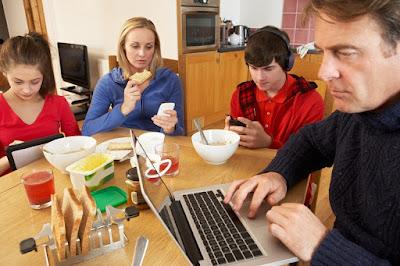 Bijak Menyikapi Penggunaan Teknologi Informasi dan Komunikasi