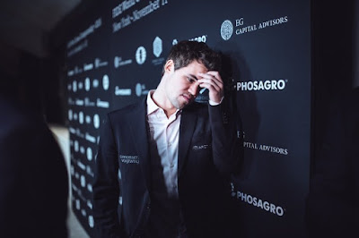 Magnus Carlsen en el campeonato del mundo de ajedrez. Foto Max Avdeev for World Chess by Agon Limited