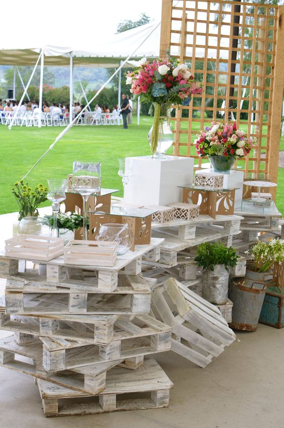 diy rustic decorations made of pallets for your wedding