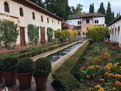 ヘネラリフェ アセキアの中庭