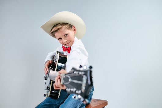 Nashville Garbage Wins Again - or - Let Mason Ramsey Do His Own Thing