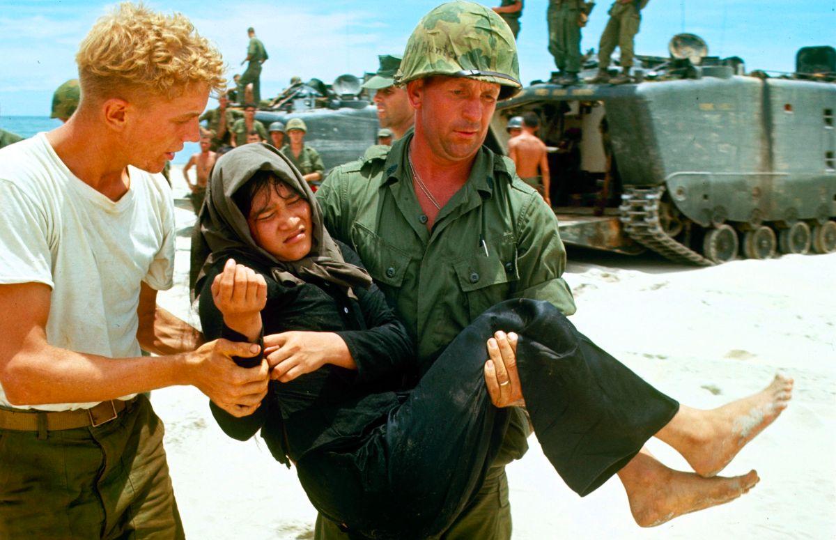 U S  Marines in Vietnam, 1965: 30 Amazing Color Photographs