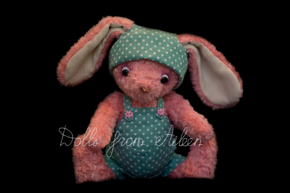 ooak artist teddy bunny rabbit sitting