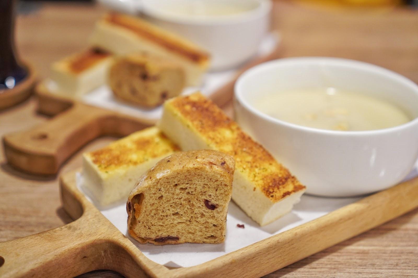 台南中西區美食【丹妮牛排】附餐濃湯及麵包