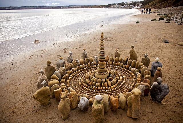 الصخور على شاطئ البحر