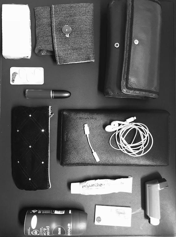 whats-in-my-bag-kenais-blog-3