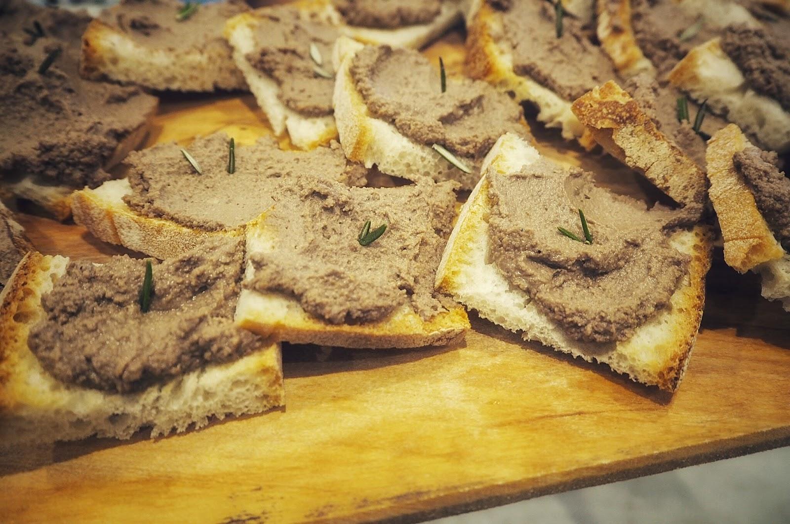 Italian chicken liver pate crostini