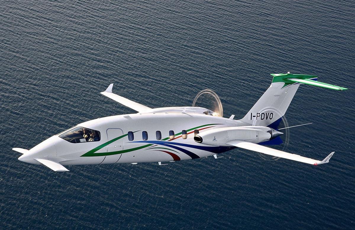 avanti evo business jet