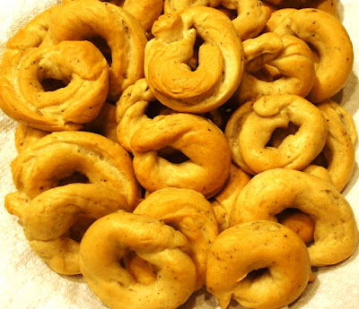 Taralli Italian Bagels in a basket