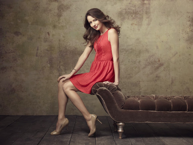 Latest Amy Acker HD Wallpapers