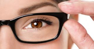 Gözlük Kullanan Kişiler için Makyaj Önerileri