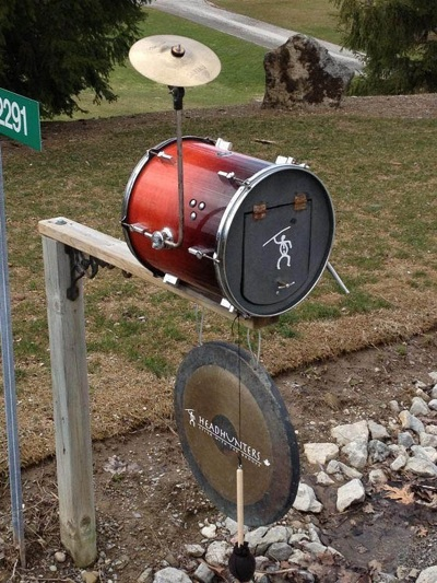 Drum kecil yang difungsikan sebagai kotak surat.