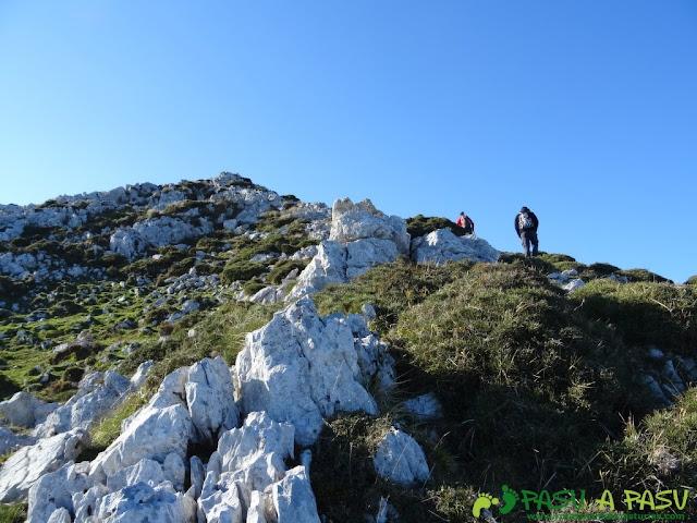 Llegando a la cima del Pico Paisanu