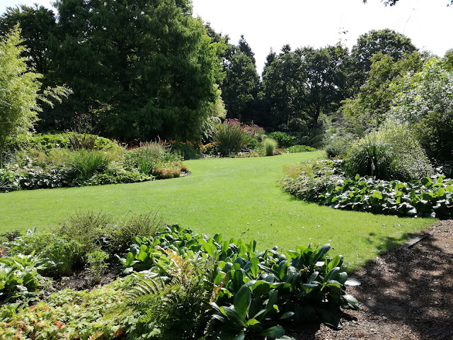 angielski ogród współczesny, ogród nieformalny