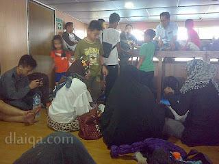 kondisi ruang lesehan di dalam kapal ferry (1)