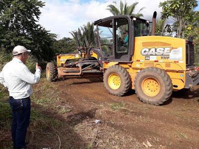 Vereador pede, Prefeitura atende e ele acompanha limpeza em escola rural