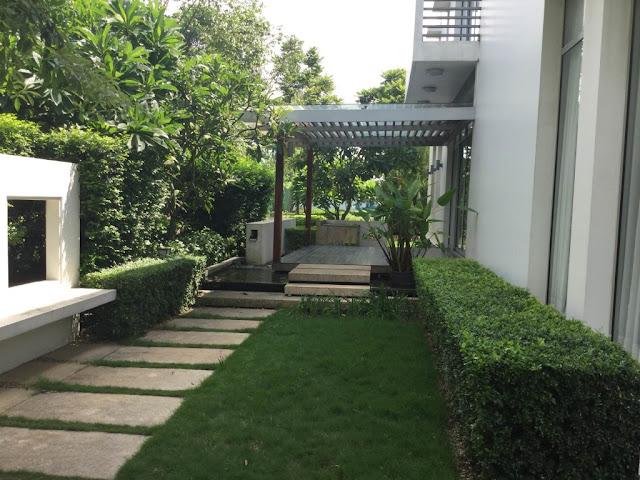Không gian xanh tươi bên ngoài biệt thự gamuda