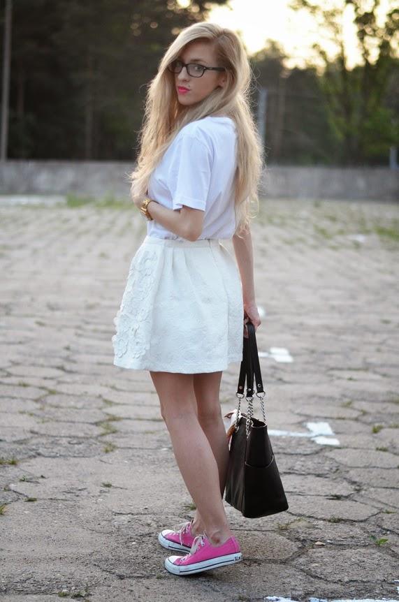 http://www.chicwish.com/white-3d-flower-embellished-jacquard-skater-skirt-3910.html
