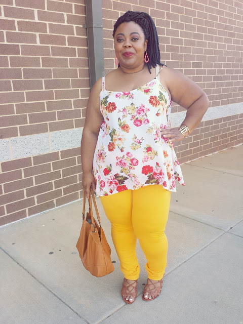 Plus blogger, pear shape, round hips, bold lips, floral tank, yellow jeggings, lace up sandals