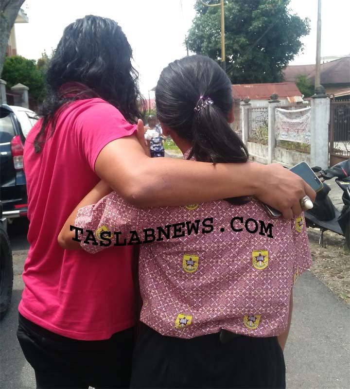 Salah satu dari tiga siswi SMK di Siantar yang mengaku dicabuli gurunya.