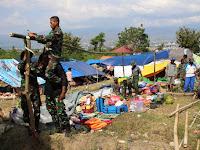 Tenda Pengungsi Ambruk, Regu Pionir Satgas Gulbencal Divif 2 Kostrad Bereaksi Cepat