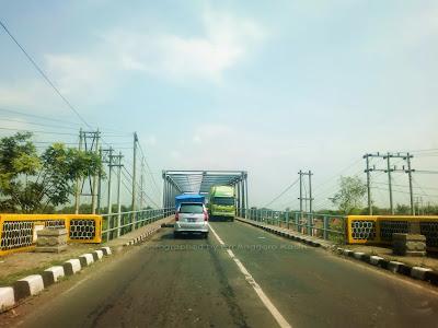 Jembatan Kali Brantas yang puanjang hehehe ...