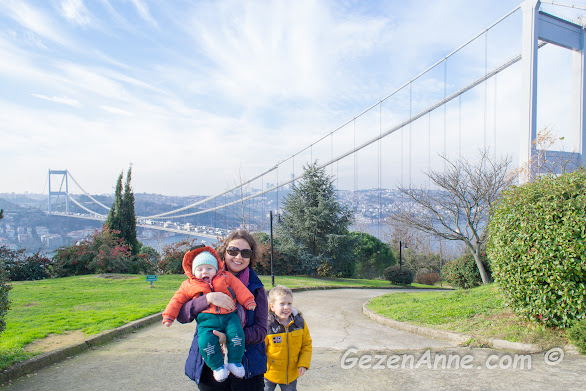 Fatih sulatn Mehmet köprüsü ve boğaz manzaralı Fatih korusu parkında oğullarımla, İstanbul