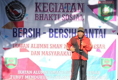 Dukung Sail Moyo Tambora, ALUMNI SMANDA Gelar Bersih Pantai