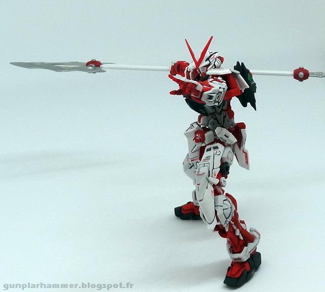RG Real Grade Gundam Astray Red Frame 1/144 avec lance spear
