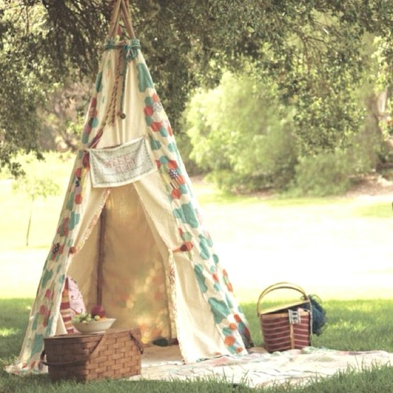 This outside tent setup is perfect for a summer camp out.