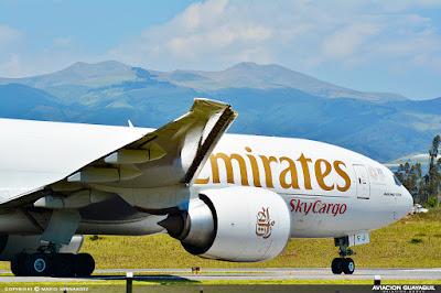 Emirates Sky Cargo boeing B777 en Quito