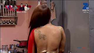 Sha Ajmani aka Garima AjmaniRed saree and Backless Choli Flower Tattoo 7 .xyz.jpg