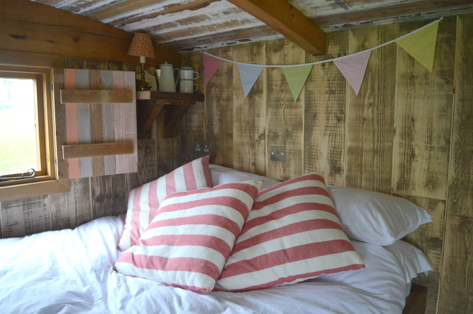 Huts in the Hills, Northumberland Luxury Glamping - Bed