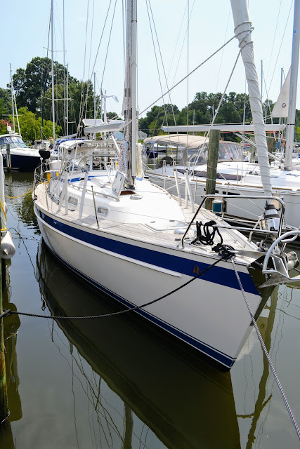 Hallberg Rassy 37 in slip water