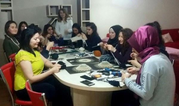 Erasmus öğrencileri örgü örmeyi öğreniyor!