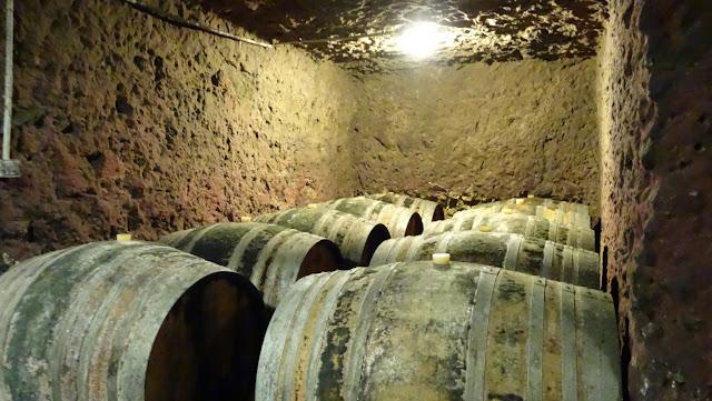 Barris muito antigos na vinícola Montlouis, França