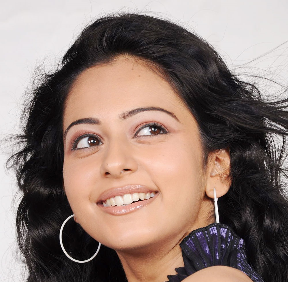 Tollywood Actress Rakul Preet Singh Hot Smiling Face Close Up Photo Shoot