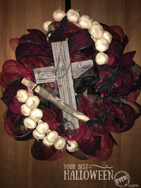 vampire slayer wreath with wooden stake and cross red lace ribbon faux garlic bulbs ruby gem gothic cross charm on metal chain, Halloween mesh wreath decoration, vampire craft DIY, Halloween vampire Dracula decor