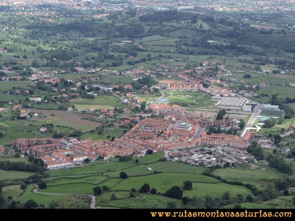 Senda Verde Camocha - Pico Sol - Piles: Vista del barrio de la Camocha desde el Pico del Sol