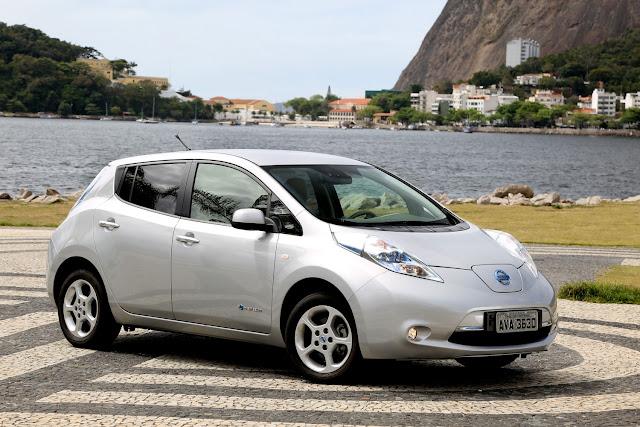 """Nissan Leaf é eleito """"Carro Elétrico do Ano"""" em Detroit"""