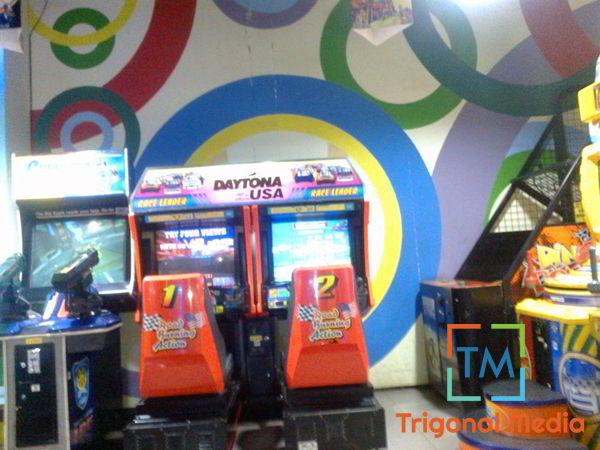 Beberapa Mesin Permainan di Tempat Bermain