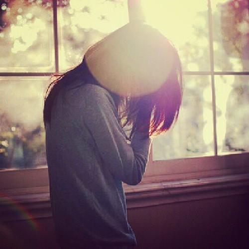 Stt nhớ người yêu, Status nhớ người yêu ở xa buồn chênh vênh