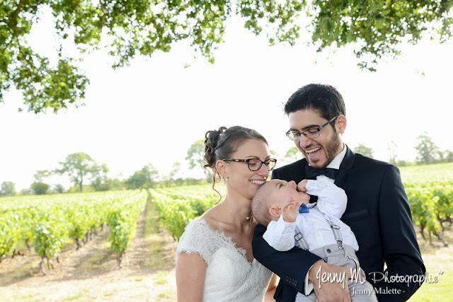 photo portraits des mariés et leur enfant bébé sourires joie bonheur